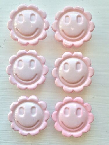 6 Smiley Flower Face 15mm or 18mm Buttons in 12 Colour Choices