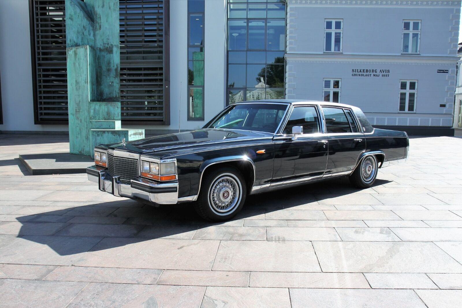 Cadillac Brougham 5,0  4d
