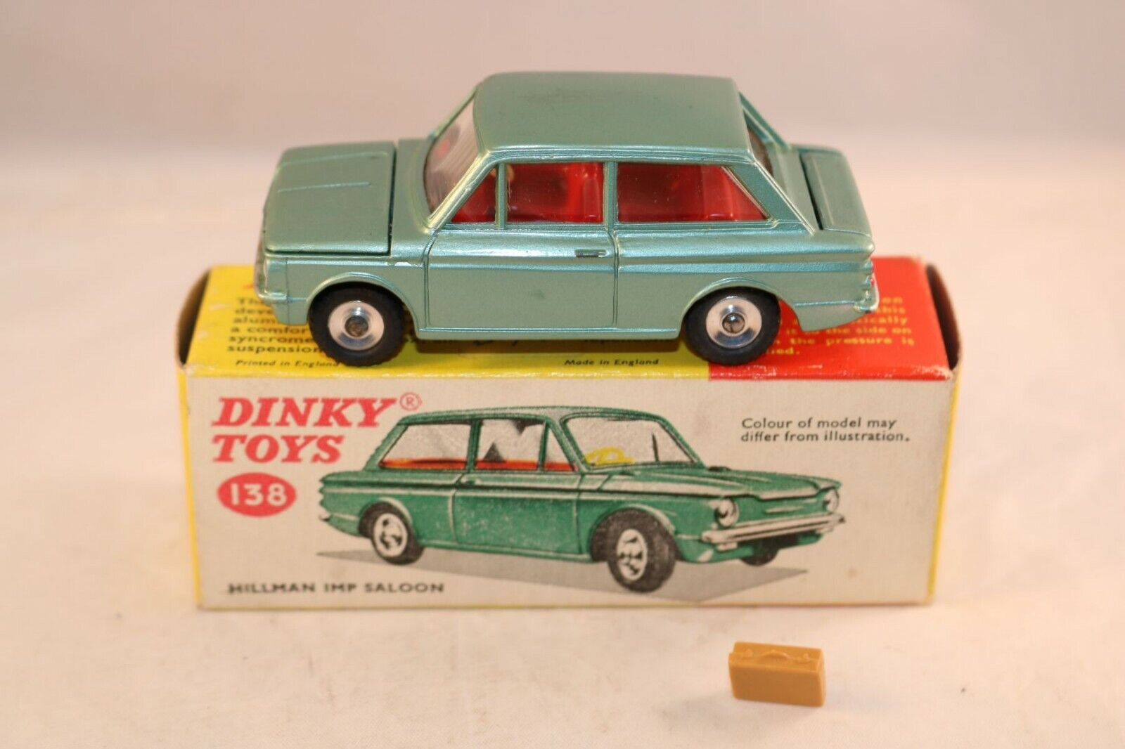 Dinky Toys 138 Hillman IMP vert near mint in box with suitcase all original