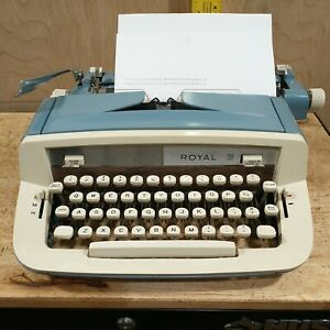 ROYAL SABRE PORTABLE PRECISION TYPEWRITER with case excellent condition tested