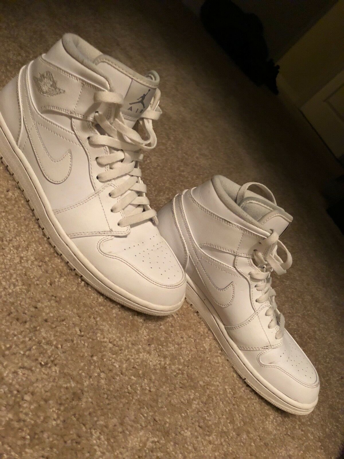 Mens 10.5 Jordan 1s Grey white  09 13.