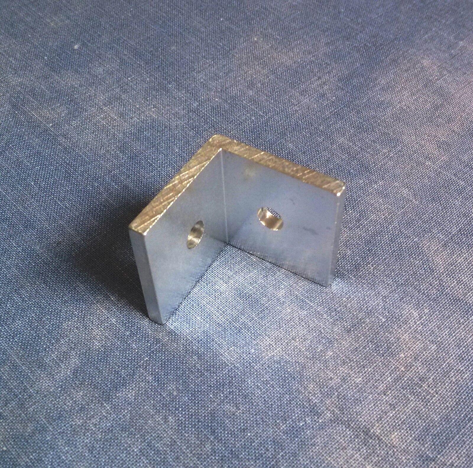 Alu Winkel für Solarprofile 40x40x5mm mit 8,5mm Loch