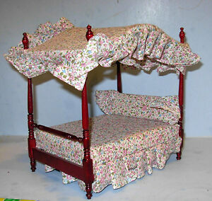 CANOPY BED BED.WITH BEDDING DOLLHOUSE FURNITURE MINIATURES
