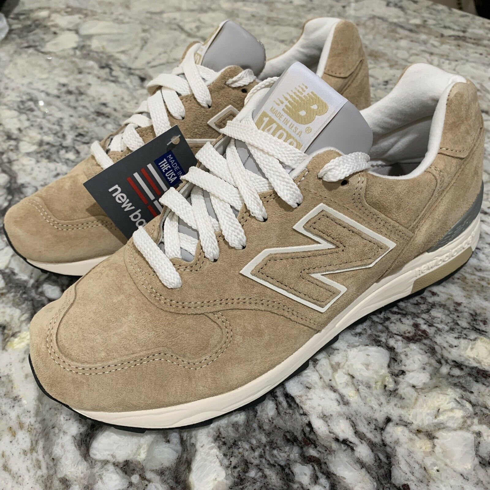 New Balance M1400BE Mens Size 8 Khaki   White Suede Running shoes Made in USA