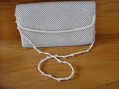Ladies White Aluminum Mesh Dressy Snap Shut Evening Purse Clutch Handbag