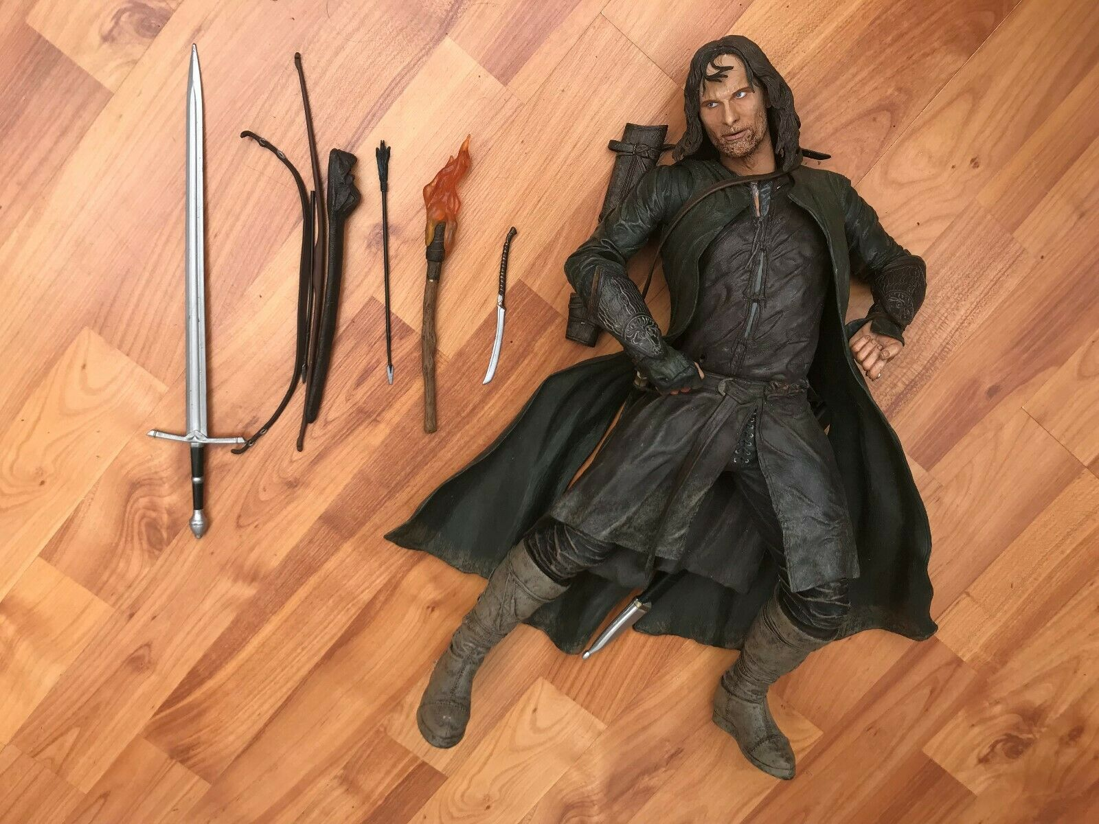 LARGE NECA 20  LORD OF THE RINGS STRIDER ARAGORN ELECTRONIC ACTION FIGURE