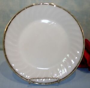 Anchor-Hocking-Fire-King-Golden-22K-Anniversary-Swirl-Dinner-Plates-9-034