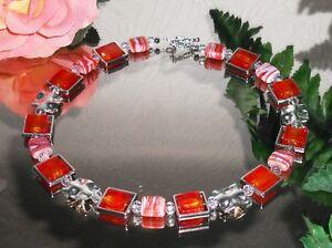 VARIABEL-BILDSCHONE-Halskette-aus-Glas-Quadraten-in-Rahmen-ROT