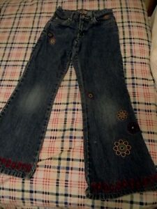 Girls-size-7-jeans-Old-Navy-with-floral-applique-and-hem-embellishments