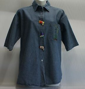 Denim-top-short-sleeved-decorated-with-Texas