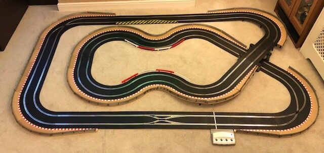 Scalextric Digital Layout with Bridge   St8 Xover   Corner Credvers & 2 Cars
