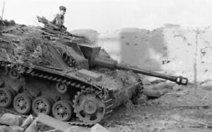WWII-photo-Commander-in-the-hatch-of-the-German-StuG-40-Ausf-47d