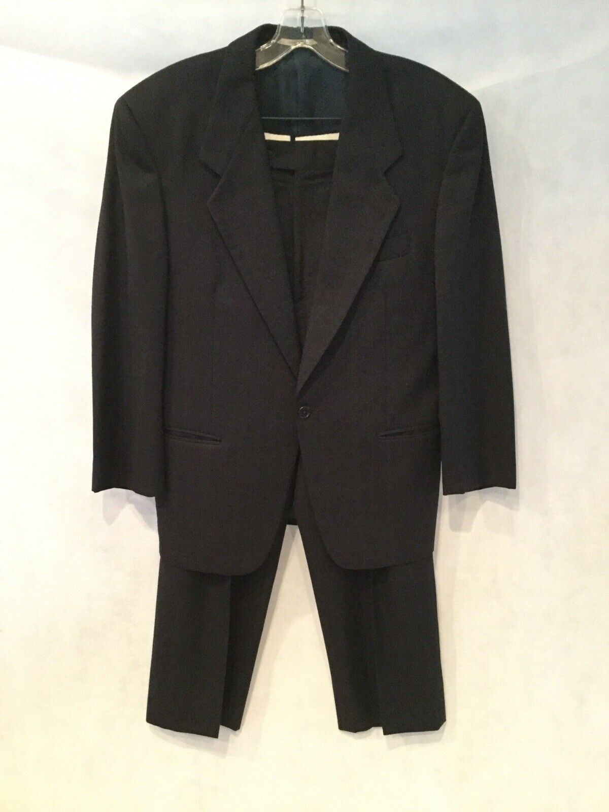 ROBERTO PELLI for BOYD'S Italian Navy pinstripe suit w pleated pant-Size 38R