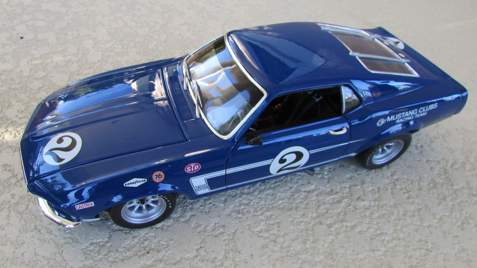 Welly 1 18 1969 Dan Gurney  2 Tran-Am race car Mustang Boss 302 Replicarz box
