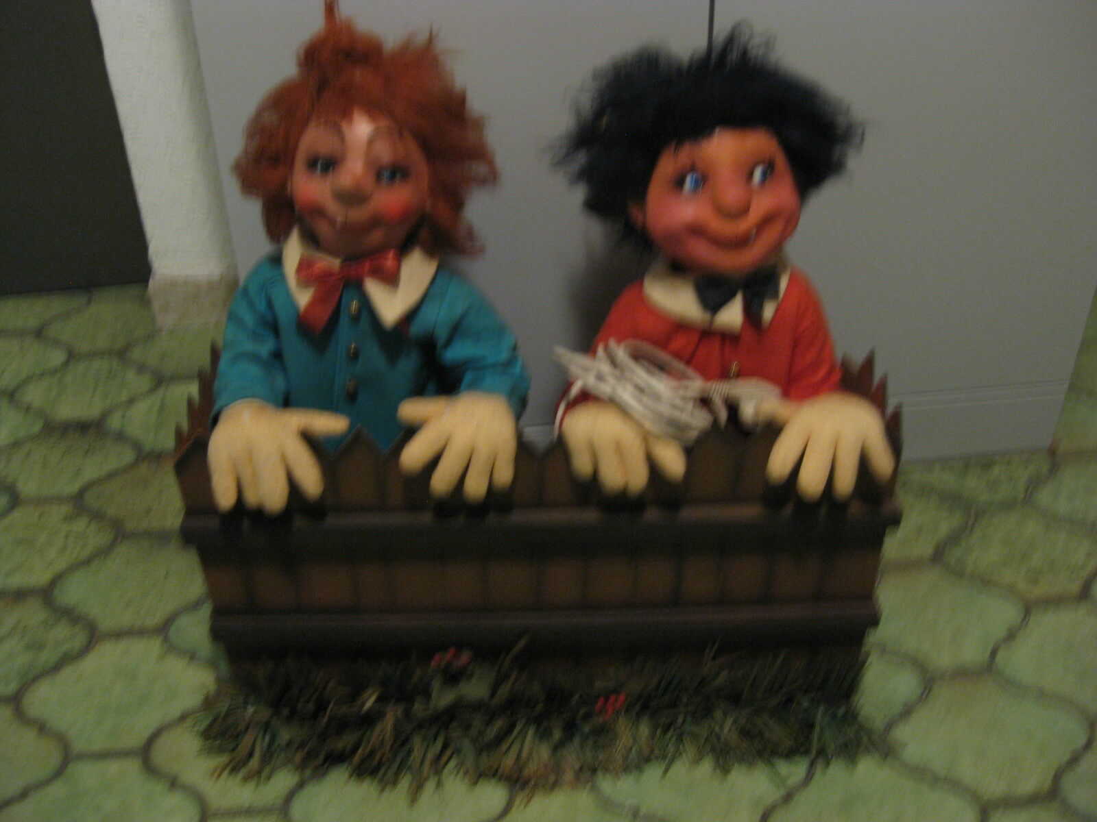 MAX und MORITZ  bewegende bewegende bewegende Puppen in Blaumenkasten  80'er aus Spielzeugladen 4fb7ec
