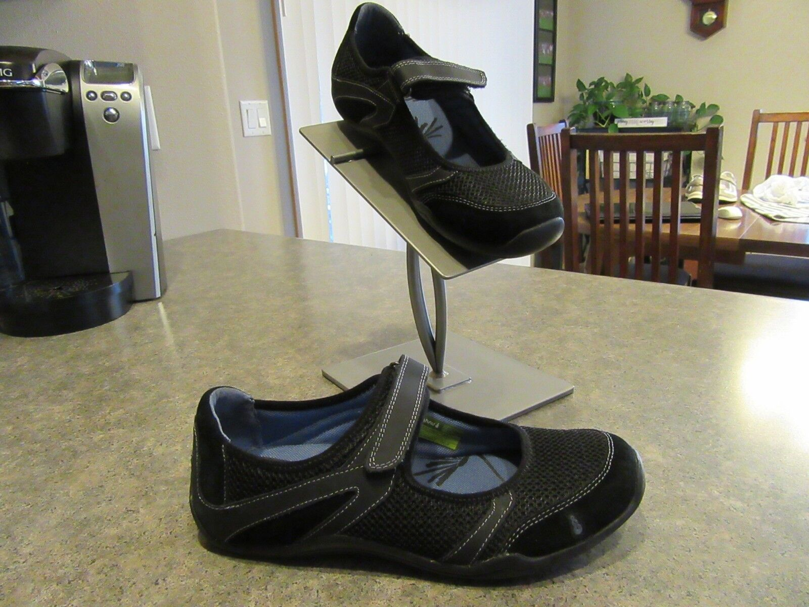 Womens AHNU Black Shoes Mary Jane Mesh Suede Shoes Black Size 7.5 Excellent Cond a93590