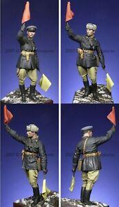 Alpine-1-16-WW2-Russian-Officer-16002