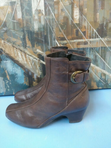 Clark Artisan Brown Leather Ankle Boots Women's Sz 8XW Zip Up 84951