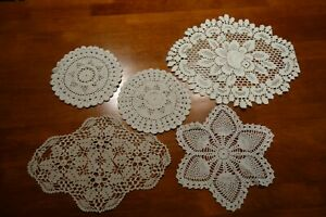 Vintage-Set-of-5-Various-Shaped-Hand-Crochet-Doilies-4-White-amp-1-Off-White