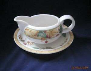 ROYAL-DOULTON-EDENFIELD-EXPRESSIONS-FINE-CHINA-GRAVY-BOAT-AND-STAND-VGC