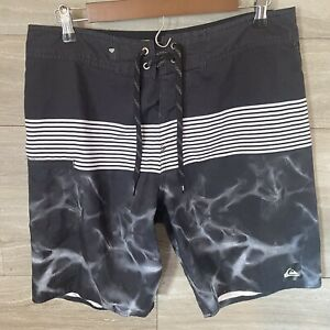 Mens-QUIKSILVER-Board-Shorts-Size-34-Black-And-Gray