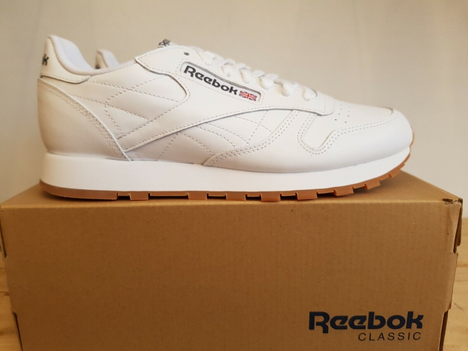 NEW IN THE BOX REEBOK CLASSIC LEATHER 49797 blanco GUM zapatos FOR MEN