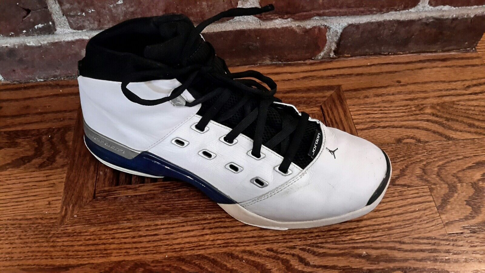2002 Nike Air Jordan 17 White College Blue Black Silver 302720-141 Size 13