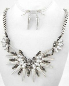 CLEAR-AND-SILVER-STATEMENT-NECKLACE-AND-EARRING-SET-8