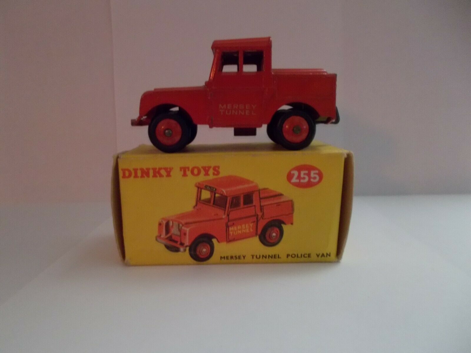Dinky toys 255 mersey tunnel police land rover 1955