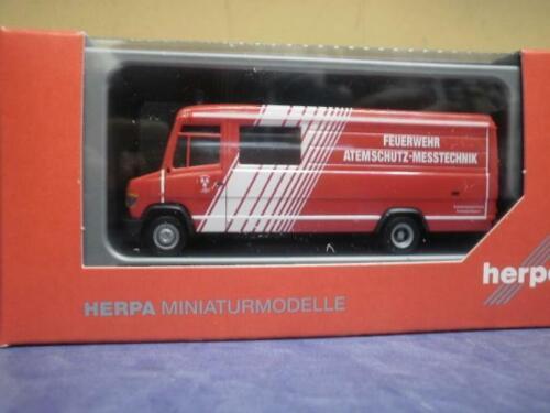 Herpa MB Vario Langkasten Gerätewagen Feuerwehr Landshut 093545