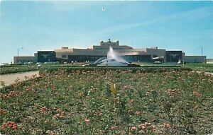 Pittsburgh-Pennsylvania-Flower-Garden-Approach-to-the-Airport-Fountain-1950s