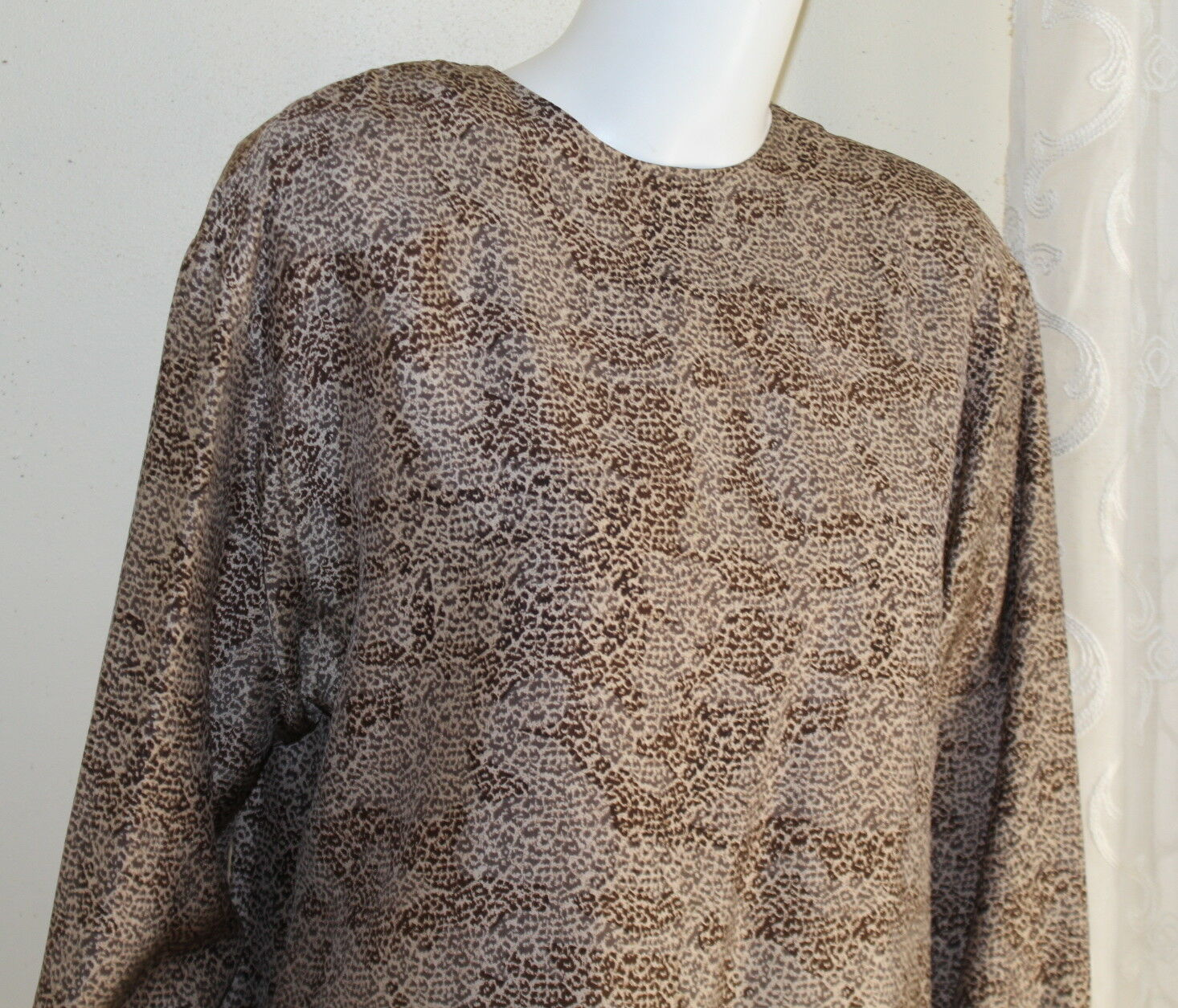Ellen Tracy 12 Exquisite Silk Blouse Dreamy Animal Print Classic Shirt Top Tunic