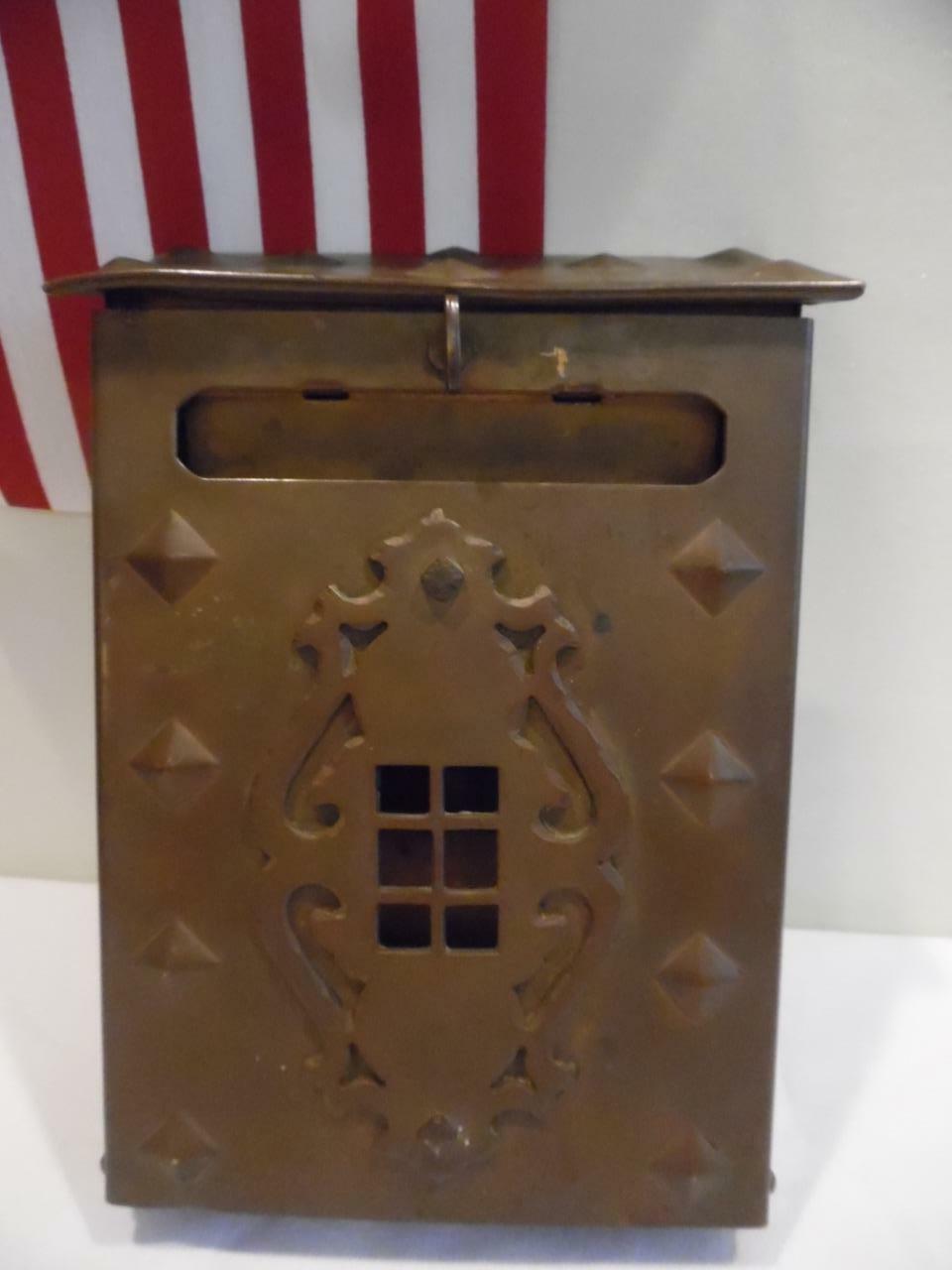 Naiture Brass Locking Wall-Mount Mailbox in Antique Brass Finish