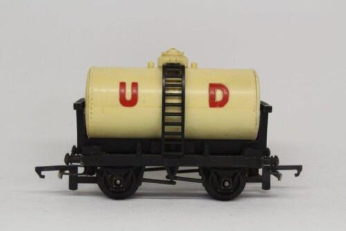 Triang United Dairies Milk Tanker Wagon Metal Chassis Rolling Stock OO Gauge T19