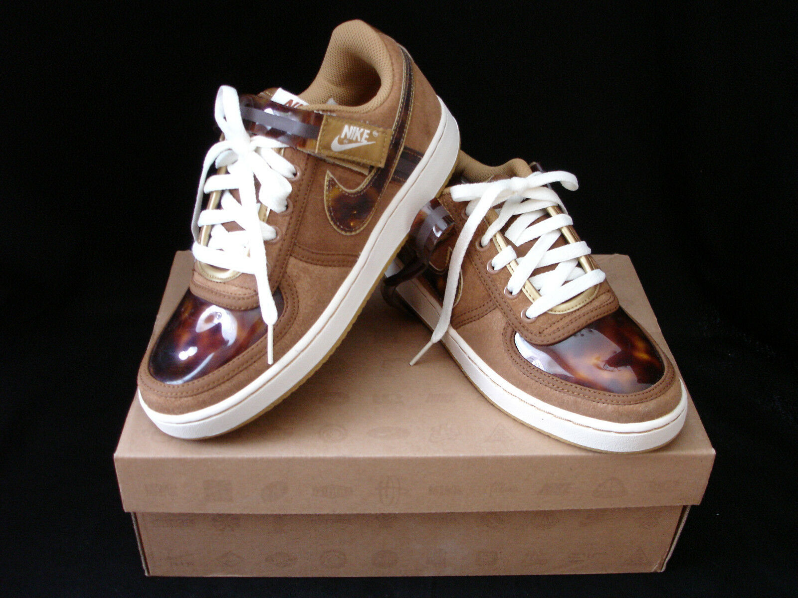 SIZE 7 OR SIZE 7 1/2 WOMANS VANDAL LOW BY NIKE