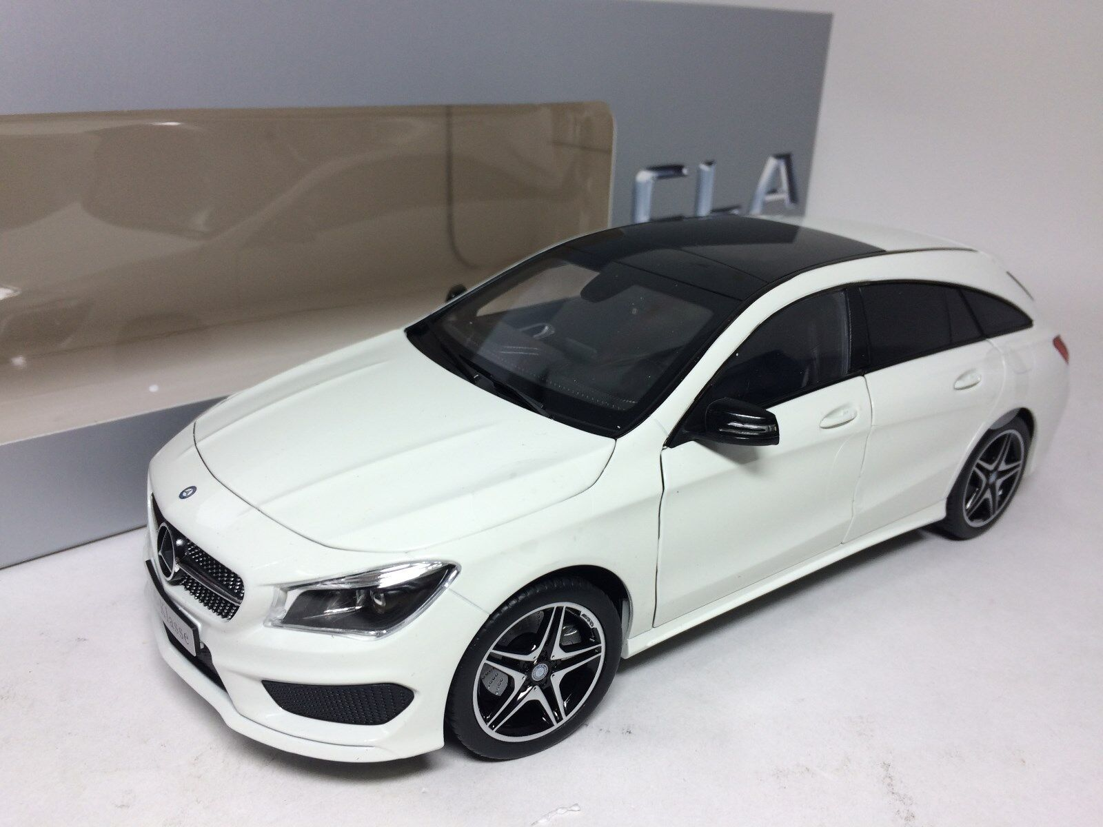 1/18 Norev Mercedes-Benz CLA Shooting Brake Blanco Distribuidor versión