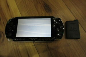Sony-PSP-1000-Console-Piano-Black-w-battery-pack-Japan-m543