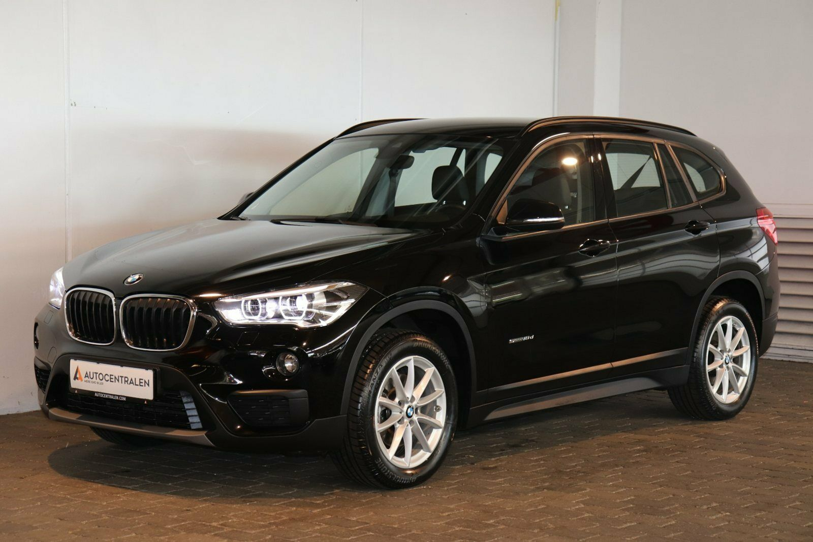 BMW X1 2,0 sDrive18d aut. 5d - 324.680 kr.