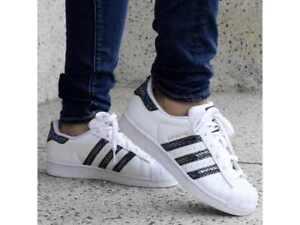 official photos 87b66 5205f La imagen se está cargando Adidas-SUPERSTAR-Originals-S76352-Original-Blanco -Metalico-Serpiente-