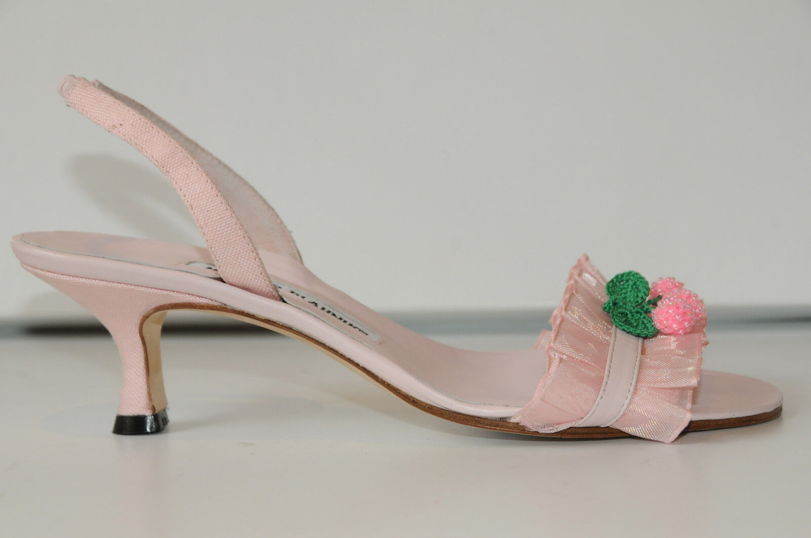 New New New MANOLO BLAHNIK Ribbon Pleated Pale PINK SHOES SANDALS 37 7 6.5 Kitten Heels 45a606