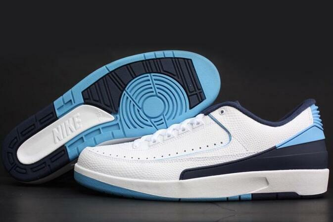 Nike Air Jordan 2 Retro Low SZ 10 Midnight Navy University Blue UNC 832819-107
