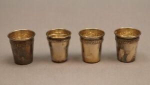 4 x kleine antike Silberbecher mit feinem Floralband 1 x mit Girlandenfries S14