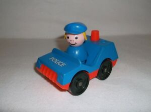 Vintage-Fisher-Price-Little-People-Play-Family-Police-Car-125-w-Police-Person