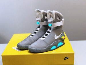 Détails sur NIKE AIR MAG BACK TO THE FUTURE 2011 Taille 9 DEADSTOCK afficher le titre d'origine