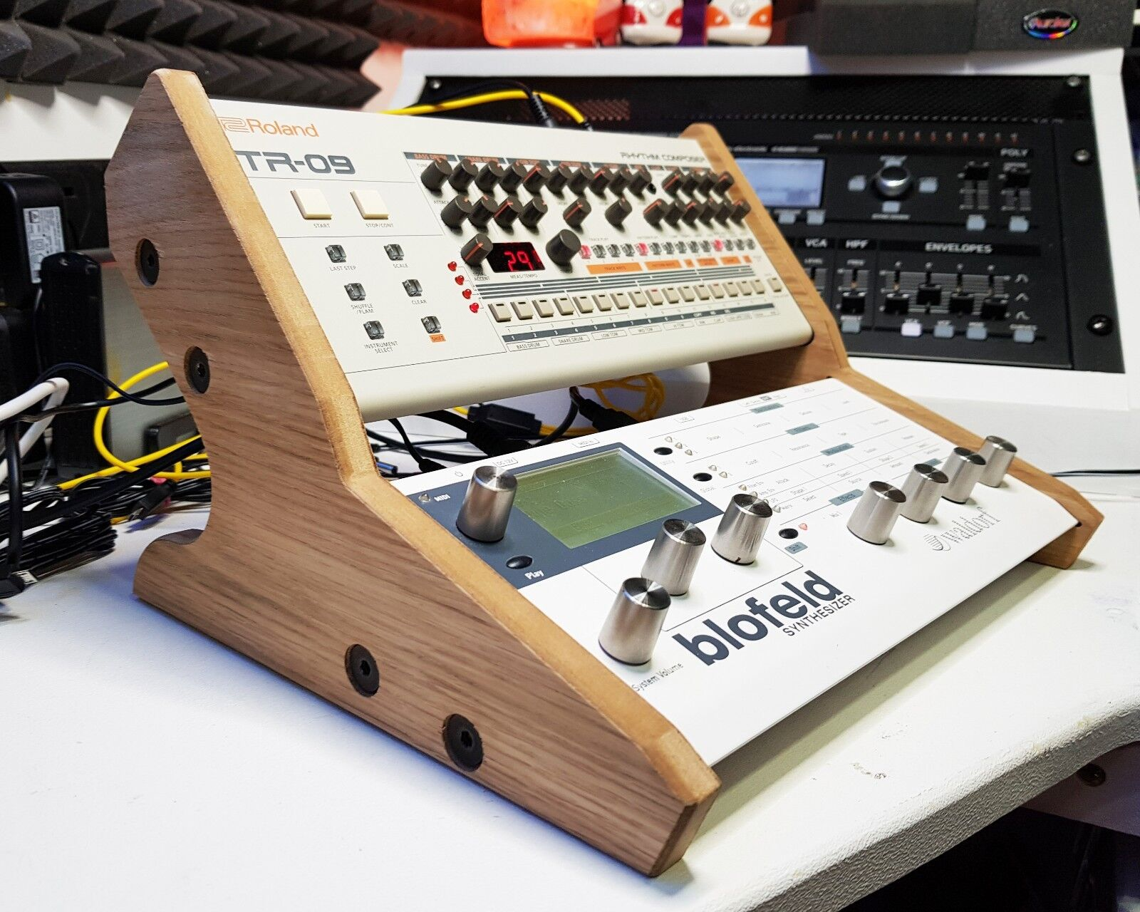 WALDORF AND ROLAND DUAL OAK VENEErot STAND FOR BOUTIQUE AND BLOFELD   PULSE 2