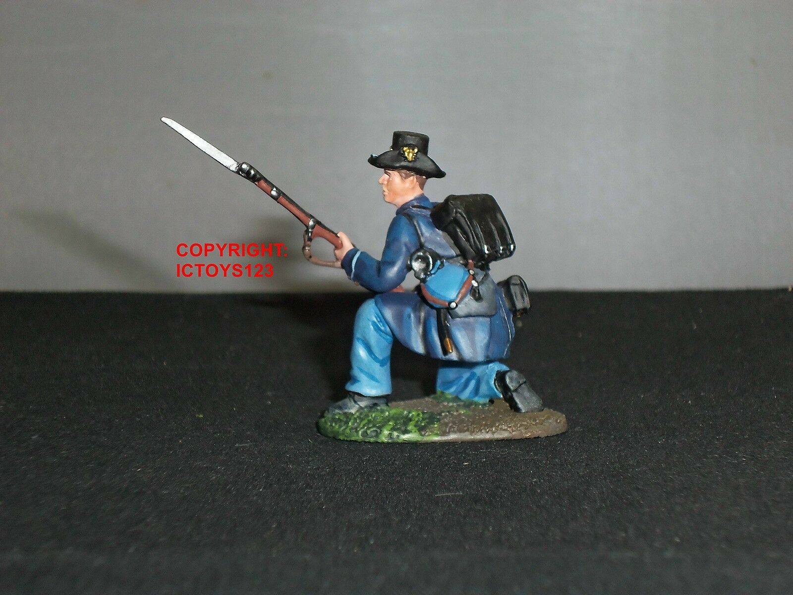 BRITAINS 31143 UNION INFANTRY IRON BRIGADE KNEELING DEFENDING TOY SOLDIER FIGURE