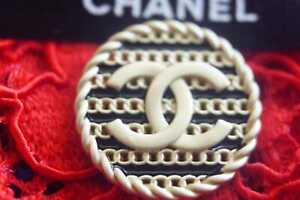 Vintage-Chanel-button-price-for-1-medium-size