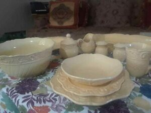 JC-PENNEY-HOME-COLLECTION-ISABELLA-YELLOW-4-Place-Sets-16-pcs-USED-ONCE