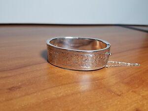 Vintage-England-John-Gloster-Ltd-Sterling-Silver-Etched-Floral-Hinged-Bracelet