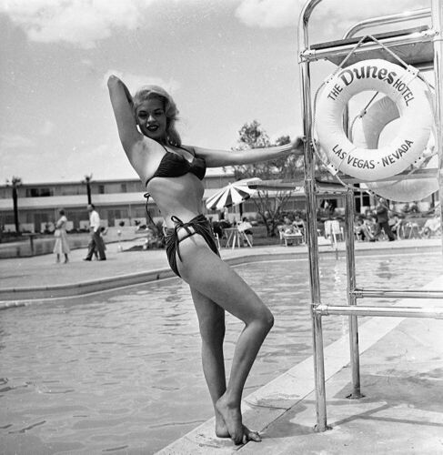 A Jayne Mansfield In Bikini In Front Of The Pool 8x10 Picture Celebrity Print